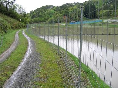 貯水池の周囲に設置 - コピー