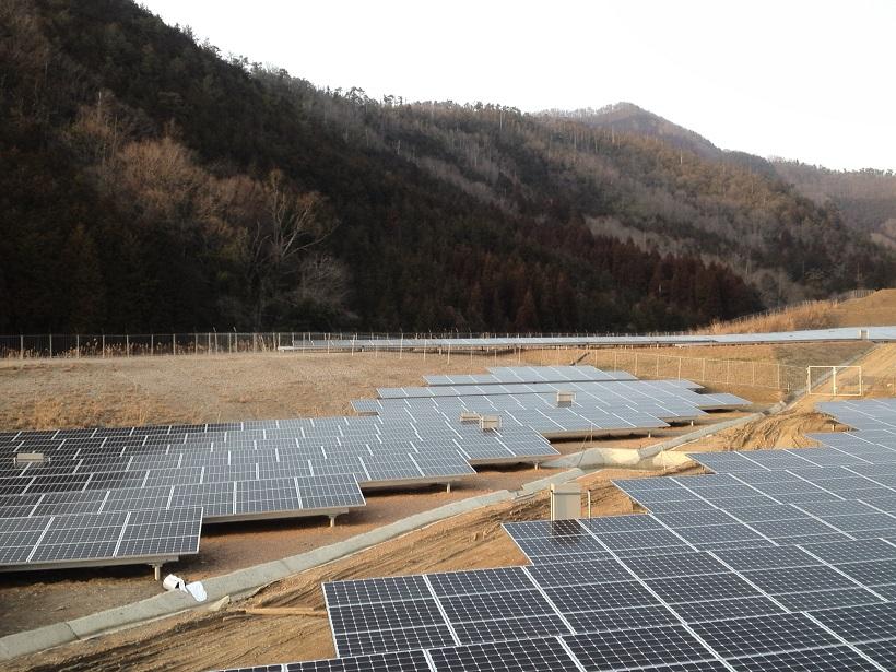 太陽光発電所にらくらくメッキフェンスを導入(メガソーラー)
