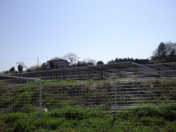 フェンスの設置されている太陽光発電所