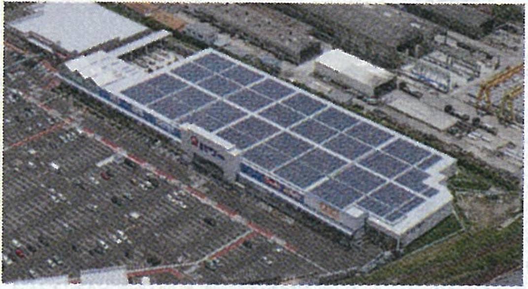 ホームセンターの屋上で太陽光発電